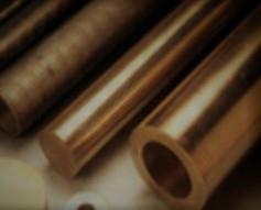 Fundición de barras de bronce.
